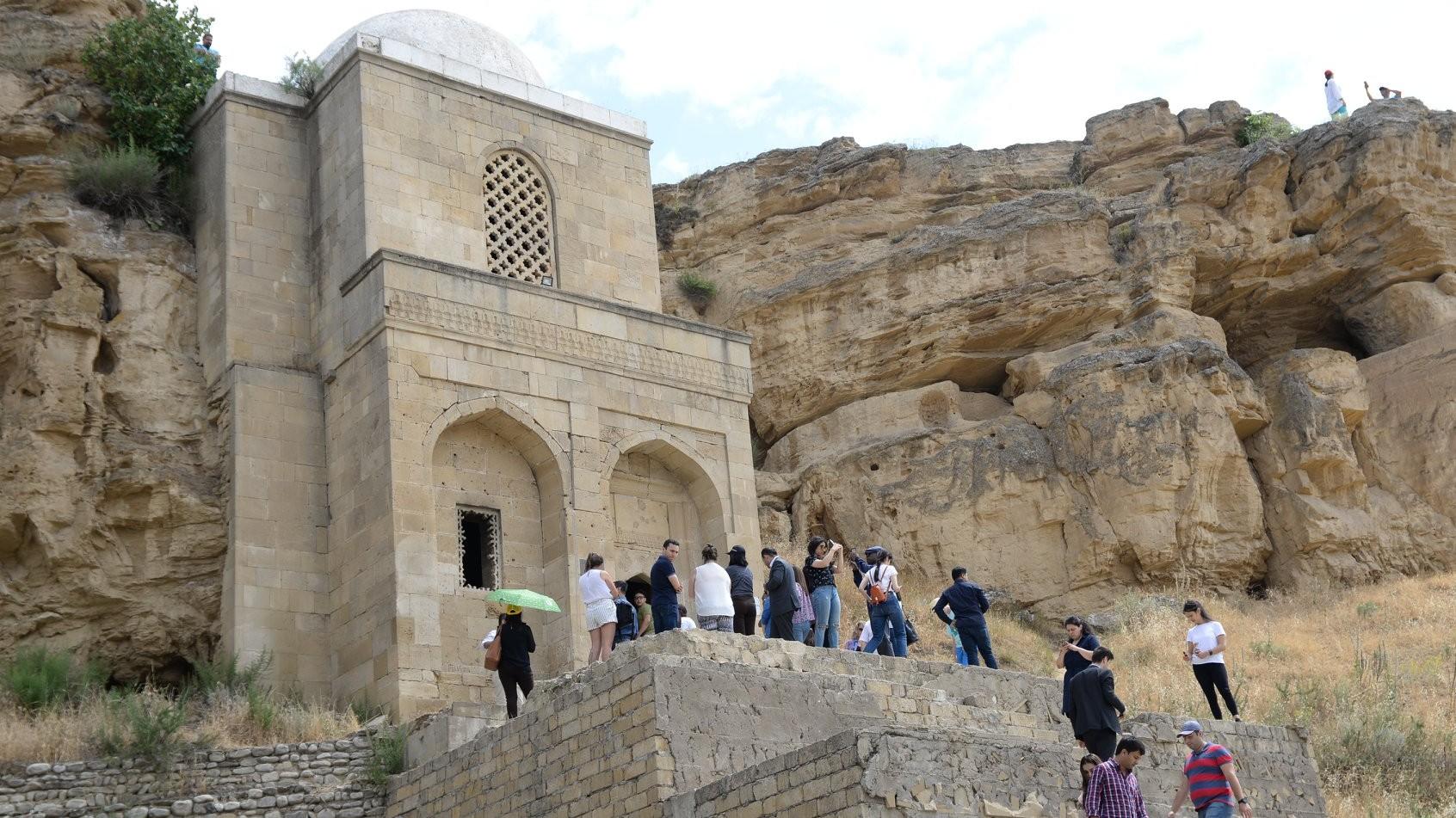 BMTÜTT-ün sessiyasının iştirakçılarına Azərbaycanın turizm potensialı tanıdılır