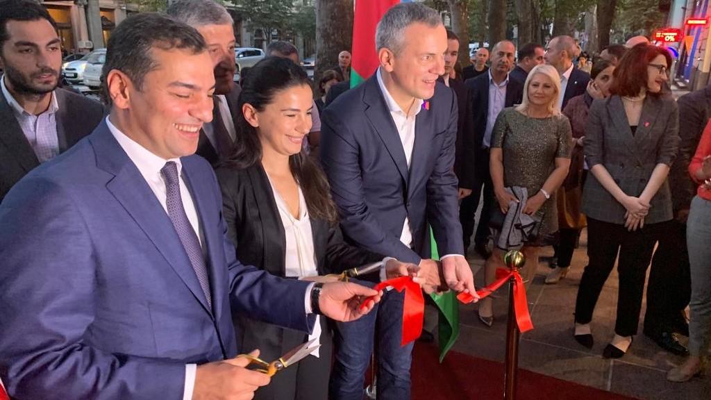 """Azərbaycan Turizm Bürosu Tbilisidə """"Azerbaijan.Travel"""" qonaq mərkəzini açıb}"""